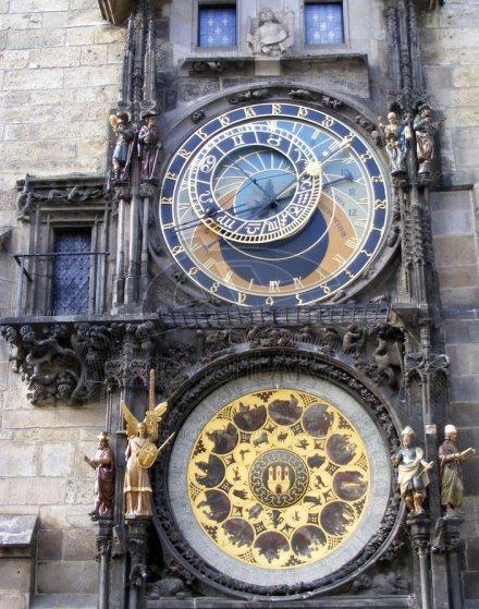 位于布拉格市中心著名的占星时钟,美丽中透着神秘
